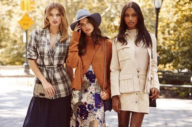 Sara Sampaio, Jasmine Tookes et Bregje Heinen : trio de choc pour Revolve Clothing !