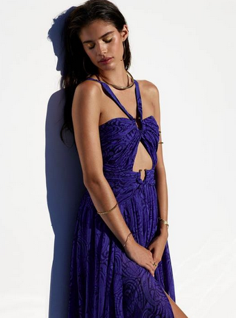 Photos : Sara Sampaio : la bombe portugaise assure pour Revolve Clothing !