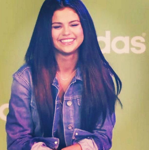 Selena Gomez : une parfaite égérie en pleine promotion pour Adidas NEO