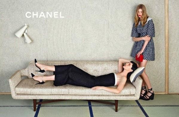 Stella Tennant et Ondria Hardin dans la campagne Chanel Spring-Summer 2013.