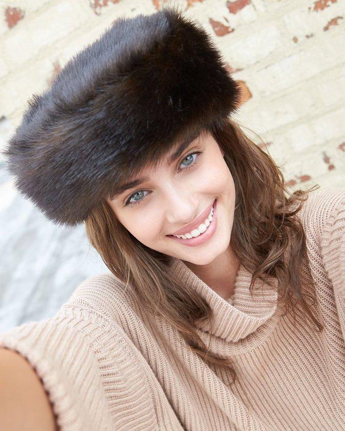 Taylor Hill en mode selfie pour Neiman Marcus !