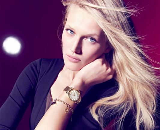 Toni Garrn présente la nouvelle campagne automne - hiver 2015 de la marque Aigner