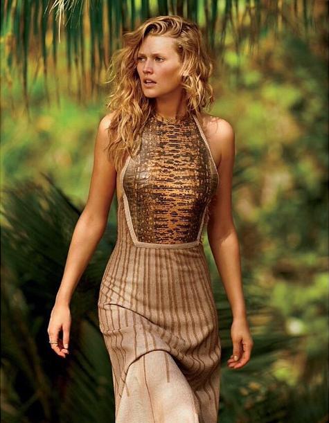Toni Garrn, un shooting exotique et sensuel pour le Daily Summer