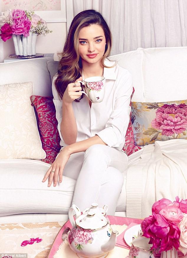 Photos : Une tasse de thé avec Miranda Kerr, ça vous dit ?