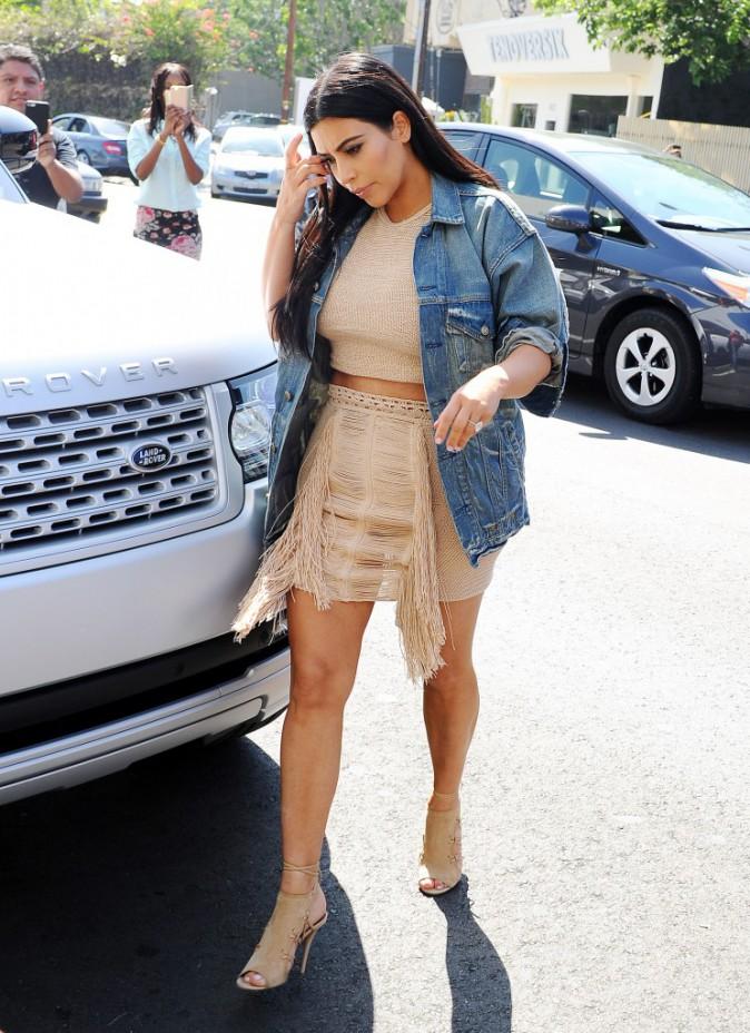 La veste en jean de Kim Kardashian