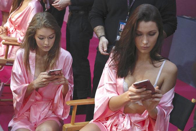 Victoria's Secret Fashion Show : En direct des backstages : Bella et Gigi Hadid