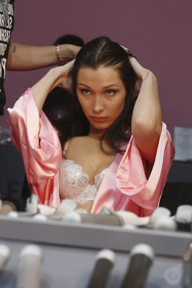 Victoria's Secret Fashion Show : En direct des backstages : Bella Hadid