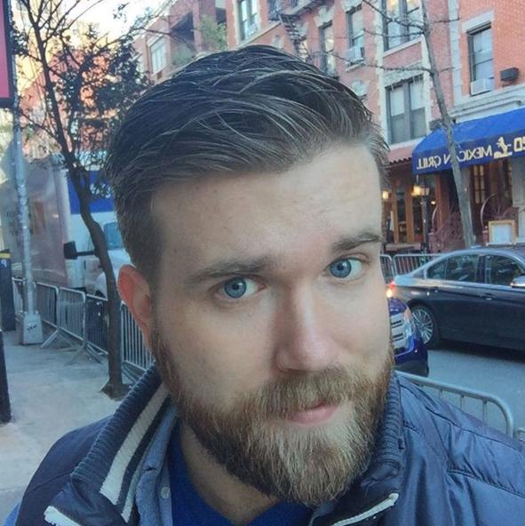 Photos : Zach Miko : regard bleu azur et barbe épaisse, découvrez le premier mannequin homme grande taille
