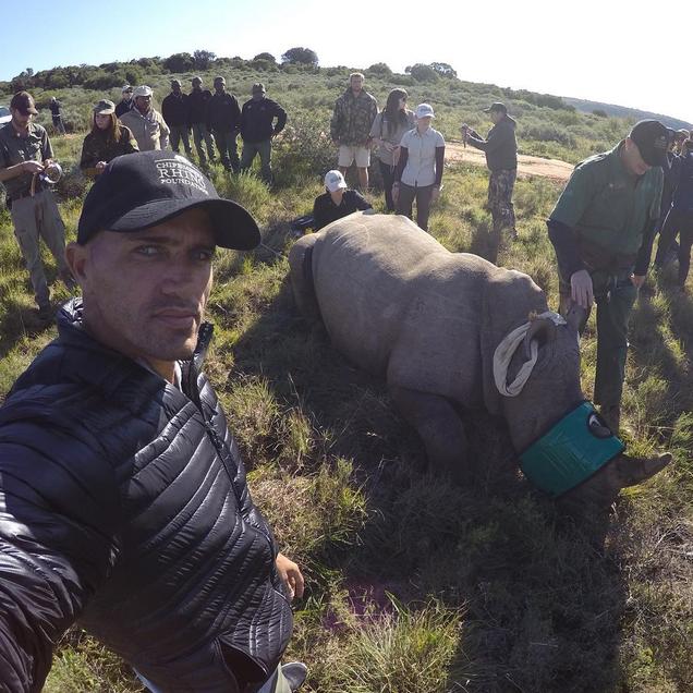 Kelly Slater sur place pour sauver les rhinocéros