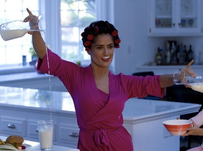 L'actrice Salma Hayek nous donne envie de boire du lait en nous préparant un petit déj glamour !