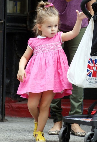 Tabitha, une vraie princesse en robe rose.