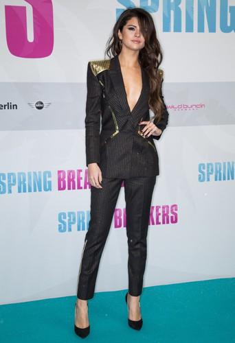 Selena Gomez Versace lors de la première de Spring Breakers à Berlin, le 19 février 2013.
