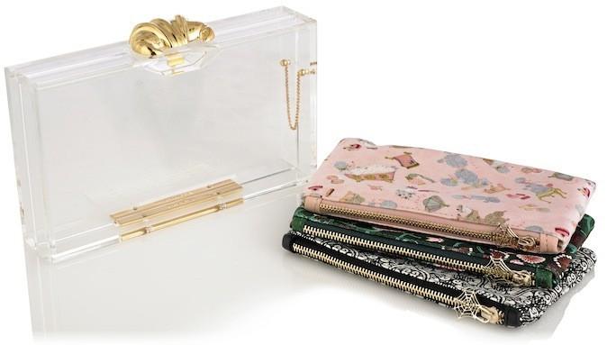 Minaudière en Plexiglas avec 3 pochettes en satin, Charlotte Olympia 550 €