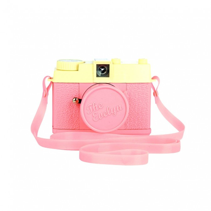Appareil photo Lomography Evelyn, chez Urban Outfitters 38 €