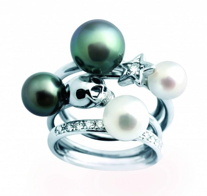 Bagues en or blanc et perles de culture, Claverin, sur claverin.fr 695 et 995 €