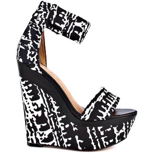 Sandales compensées noir et blanc, L.A.M.B 225 €