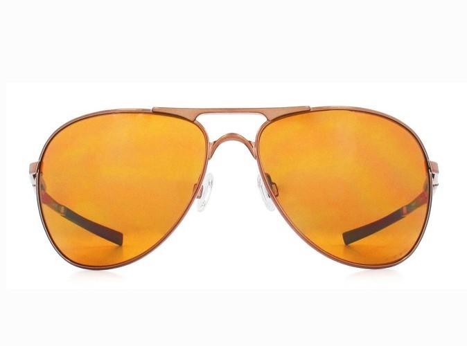 Lunettes de soleil pilote, Oakley chez Optic 2000, 199 €.