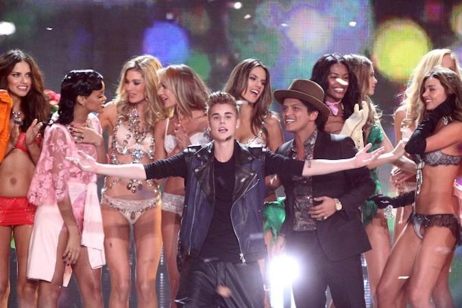 Justin Bieber, Bruno Mars, Rihanna et les Anges