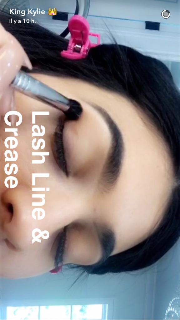 Prenez une leçon de maquillage avec Kylie Jenner - étape 7