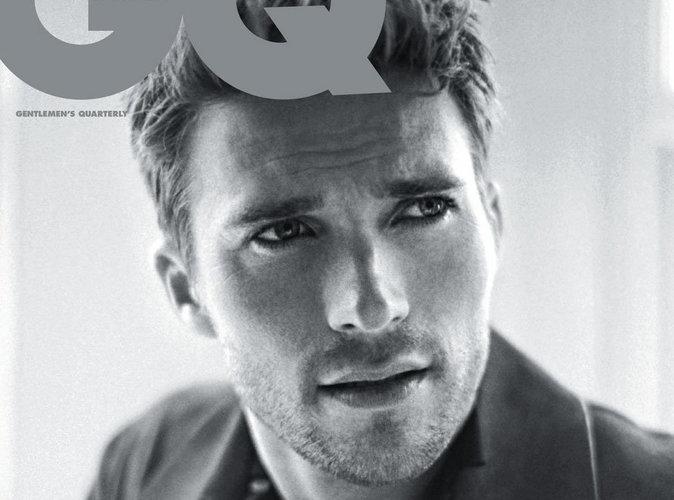 Scott Eastwood : le beau gosse fait les yeux doux en couverture de GQ Australie