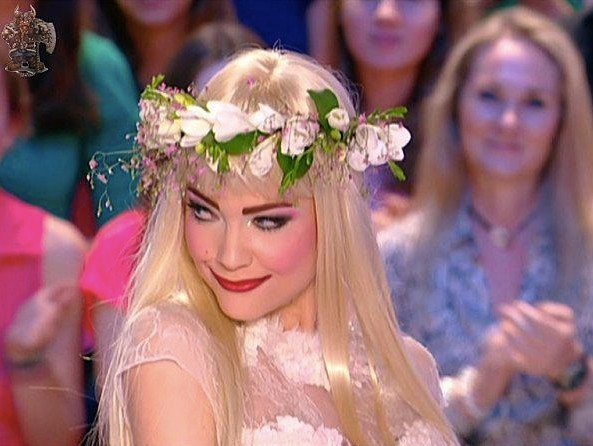 Blonde et fleurie !