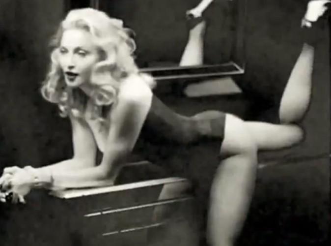 """Vidéo : Madonna, sexy et glamour pour son parfum """"Truth or Dare"""""""