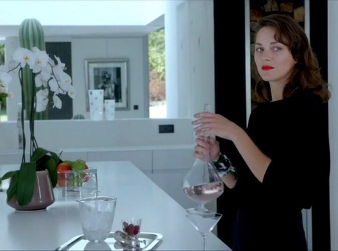 Vidéo : Marion Cotillard : elle se met à la danse et au chant pour Dior !