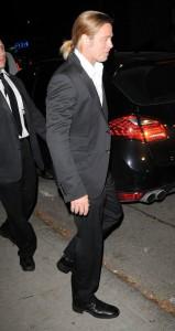 Brad Pitt et ses cheveux longs en queue de cheval