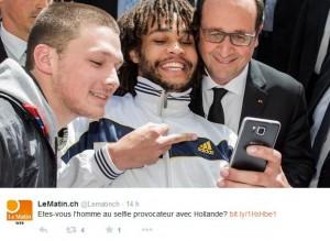 François Hollande selfie doigt d'honneur