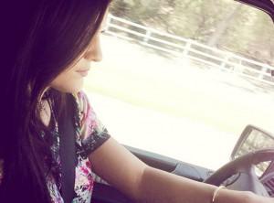 Kylie-Jenner-elle-a-eu-le-permis-de-conduire-!_portrait_w674