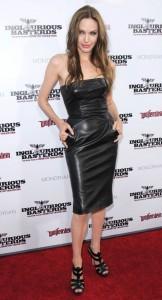 La robe en cuir d'Angelina Jolie