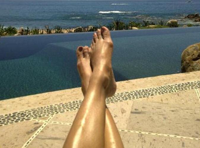 A qui appartiennent ces jolies jambes dorées ?