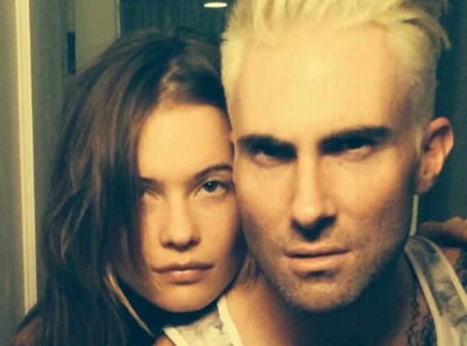 Adam Levine : il est passé au blond platine !