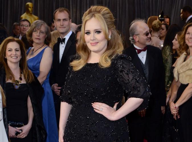 """Adele : elle dément toute rupture : """"Simon et moi sommes très bien ensemble"""" !"""
