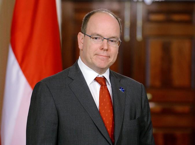 Albert de Monaco : un prince tout mouillé qui invite François Hollande a prendre une douche froide !