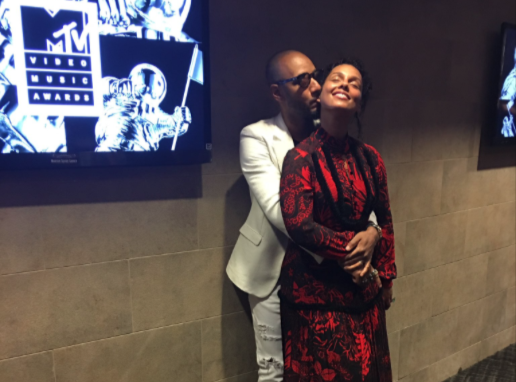 Alicia Keys : Critiqu�e pour son maquillage, elle r�pond et affiche son bonheur !