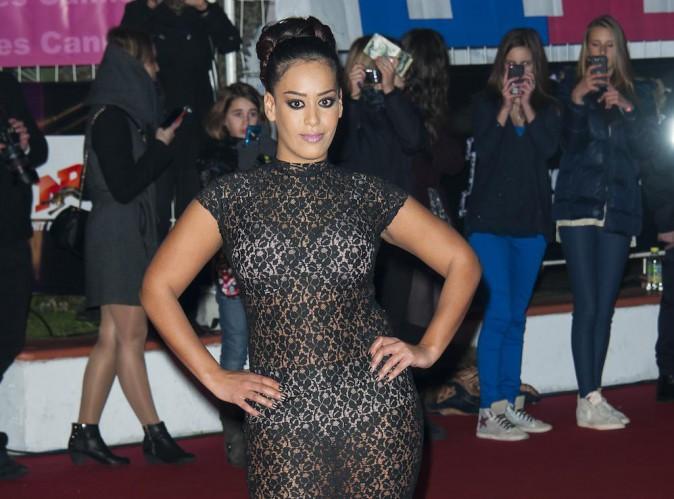 """Amel Bent : """"La robe aux NRJ Music Awards était un accident. J'ai appelé ma mère pour m'excuser"""" !"""