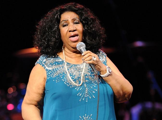 Aretha Franklin : elle se fait porter pâle pour les obsèques de Whitney Houston mais se produit en concert quelques heures après…