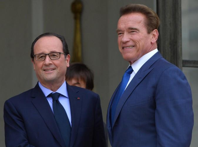 Arnold Schwarzenegger pose un lapin à François Hollande !