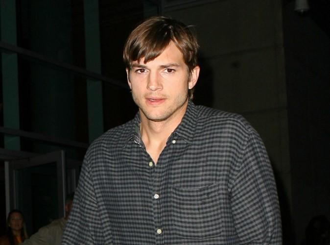 Ashton Kutcher : inséparable d'une mystérieuse blonde !