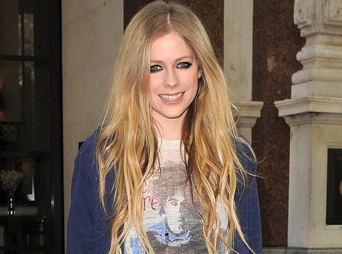 Avril Lavigne : la chanteuse canadienne serait-elle enceinte ?
