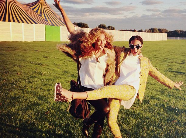 Beyoncé : avec sa soeur Solange en Angleterre pour applaudir son homme !