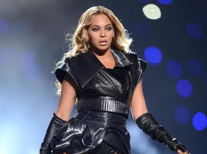 Beyoncé : son costume du Super Bowl a dû être rétréci plusieurs fois à cause de ses pertes de poids !