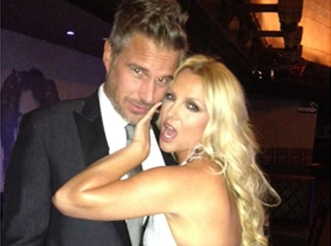 Britney Spears : simplement magnifique et amoureuse pour un gala de charité des plus people...