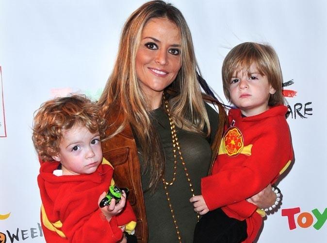 Brooke Mueller : internée en psychiatrie, l'ex de Charlie Sheen s'est fait retirer la garde de ses jumeaux !