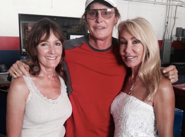 Bruce Jenner : il peut compter sur le soutien de ses deux ex-femmes !
