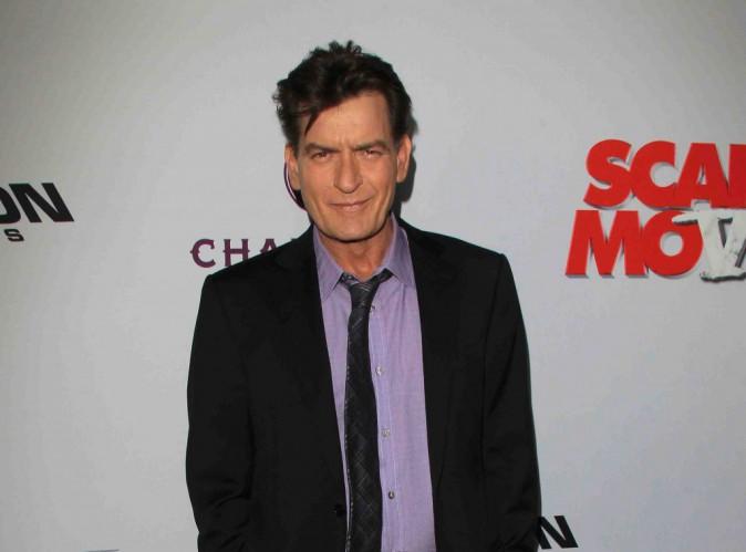 Charlie Sheen : il relève le défi ALS Ice Bucket mais à sa façon !