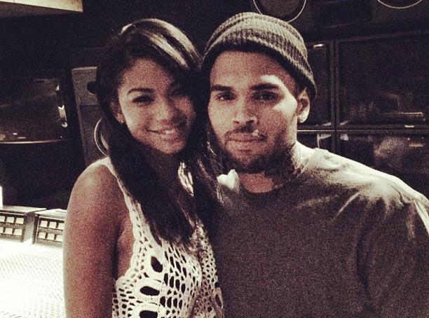 Chris Brown : il fricotte avec une top de Victoria's Secret !