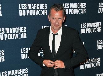 """Christophe Dechavanne revient sur son accident : """"Vous m'avez encore sur le dos les amis pour un bout de temps !"""""""