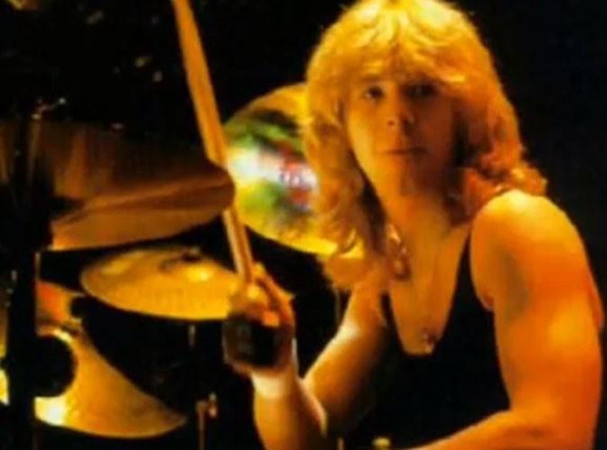 Clive Burr : le premier batteur d'Iron Maiden s'est éteint à l'âge de 56 ans…